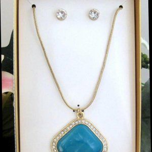 Fashion Jewelry 2 Pc Set Necklace & post Earrings